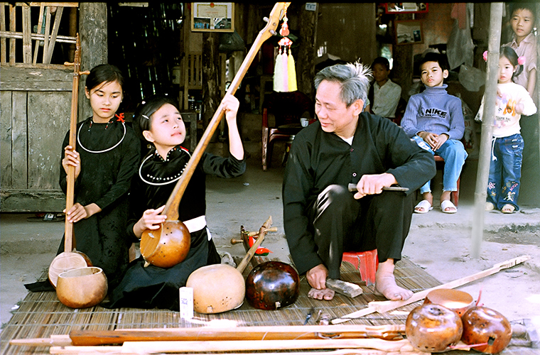 ha-giang-ethnic-minority-group-Tay