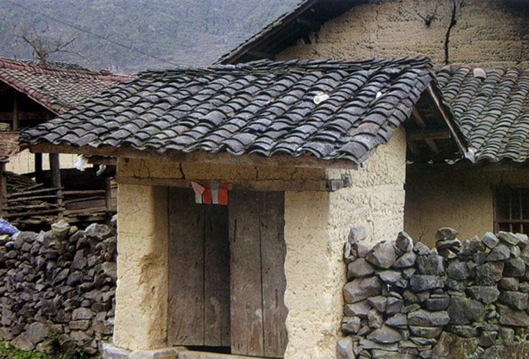 ha-giang-ethnic-minority-group-hmong-house