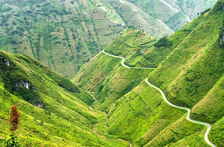 ha-giang-travel-guide-ma-pi-leng-pass.jpg