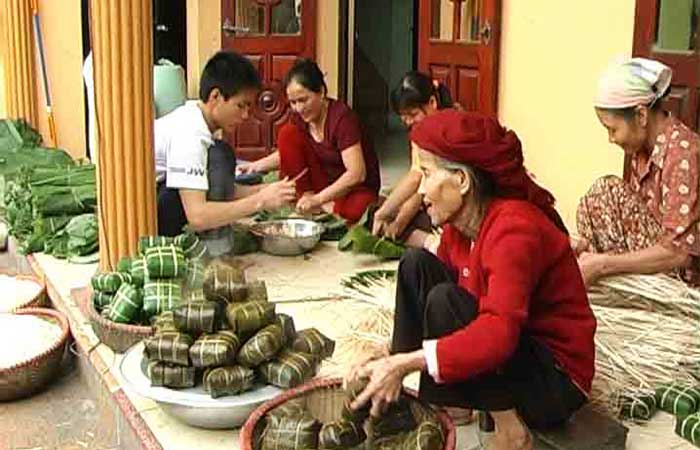 hanoi craft villages banh chung traditional cake