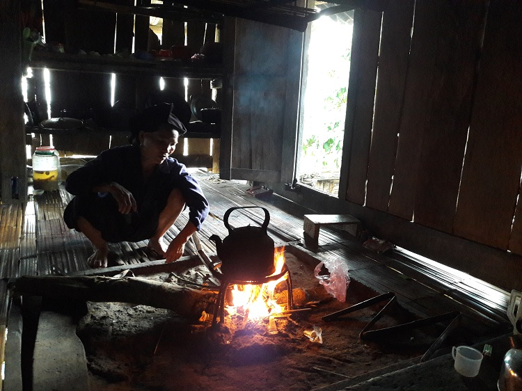 hoang su phi ha giang cooking at the dao