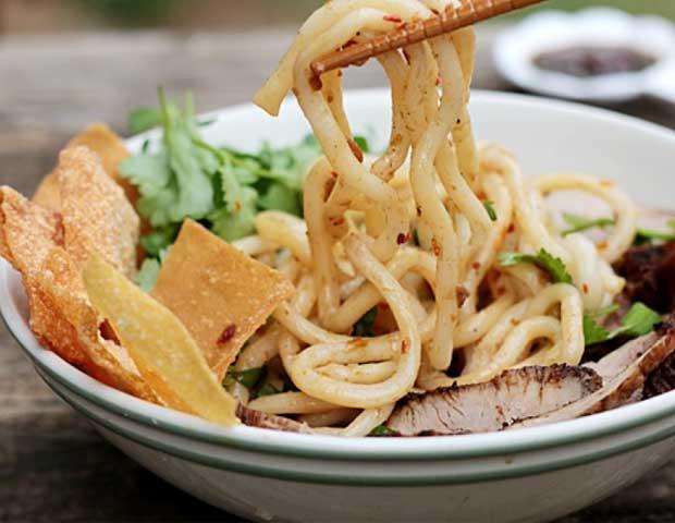 hoi-an-gastronomy-Cao-lau-noodle