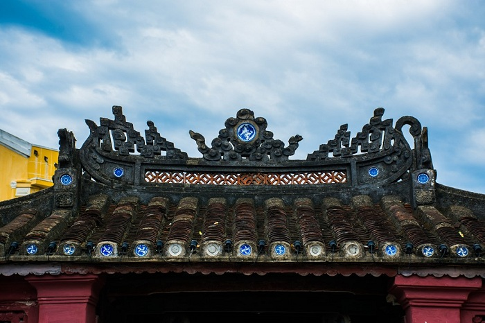 japanese bridge of hoi an architect