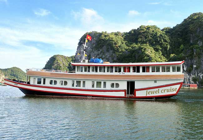 jewel cruise in cat ba island
