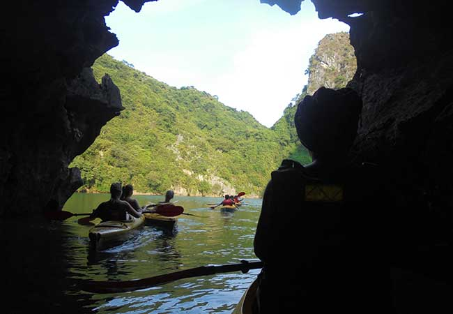 kayaking in lan ha bay cat ba island