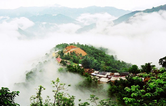 khau-vai-love-market-in-meo-vac-ha-giang-majestic-mountain-view