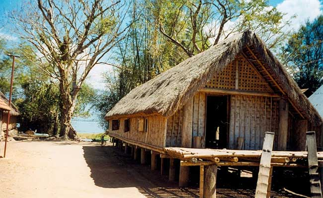 lak lake vietnam stilt house