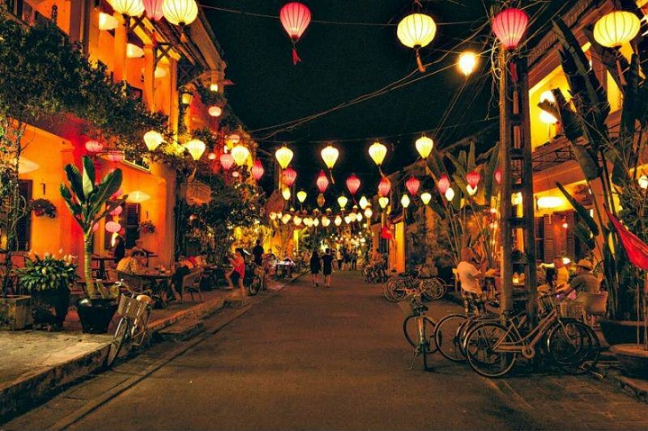 lantern at hoi an ancient town at night