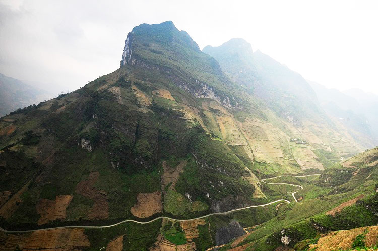 ma pi leng pass ha giang vietnam the road