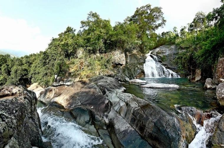 most-gorgoues-waterfall-in-vietnam-khe-van-waterfall