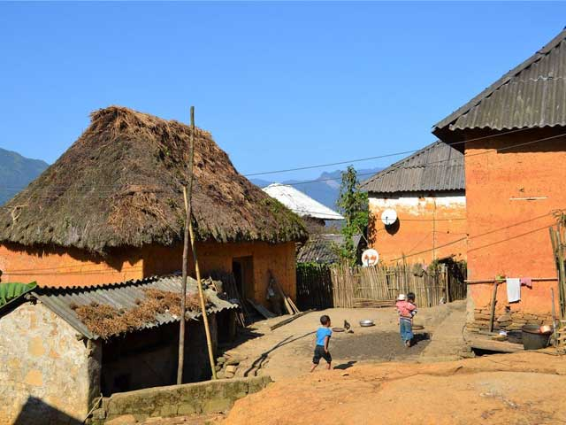 mud house of hmong