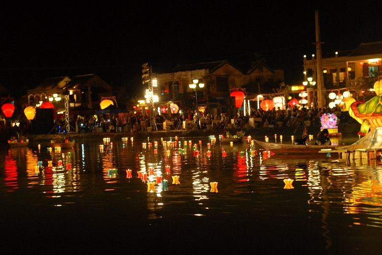night market of hoi an old city