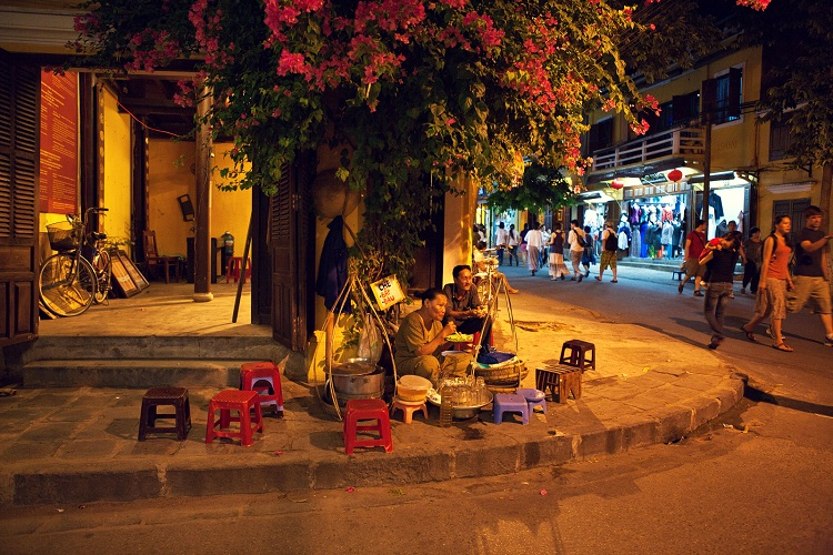 night market of hoi an street food