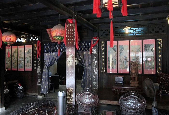 phung hung ancient house furniture.jpg