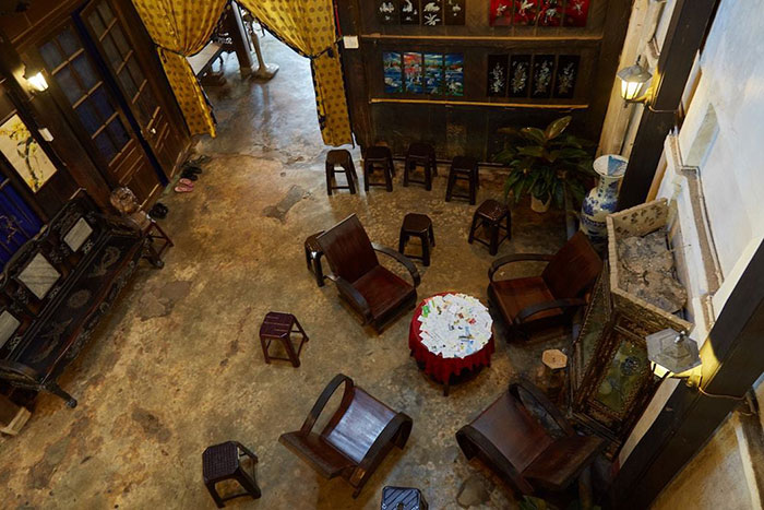 phung hung ancient house living room