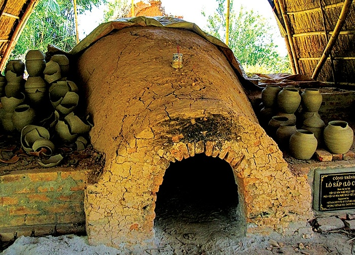 phuoc tich traditional village old kiln