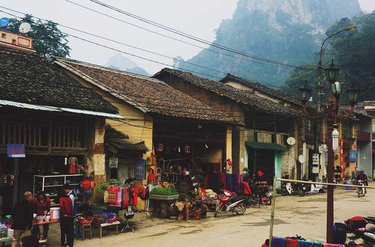 places-you-must-see-in-Ha-Giang-Dong-van-old-town