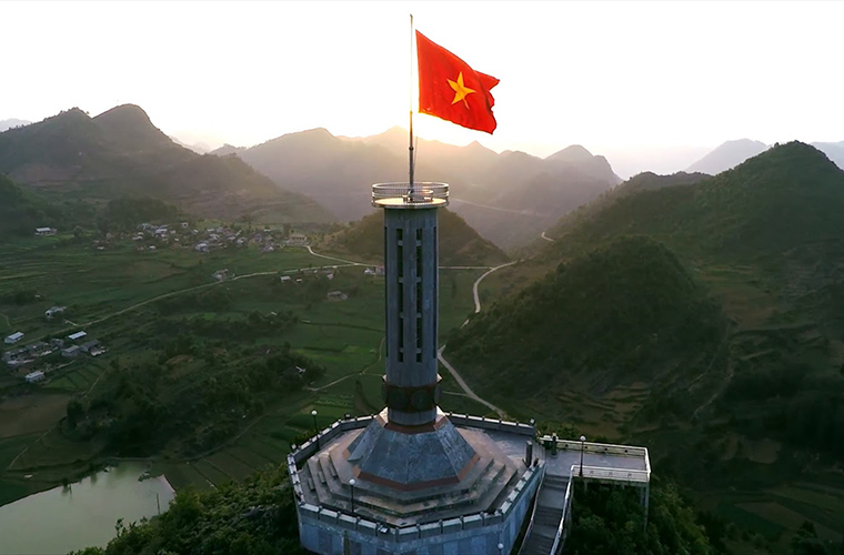 places-you-must-see-in-Ha-Giang-Lung-cu-flag-tower-Dong-Van