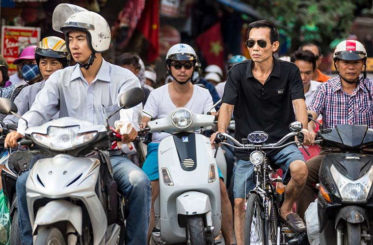 reasons-to-fall-in-love-with-Hanoi-traffic