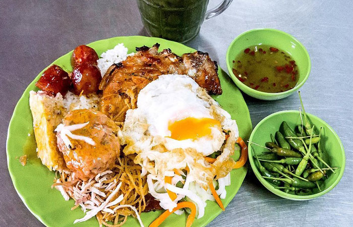 suggestion-for-a-breakfast-in-saigon-broken-rice