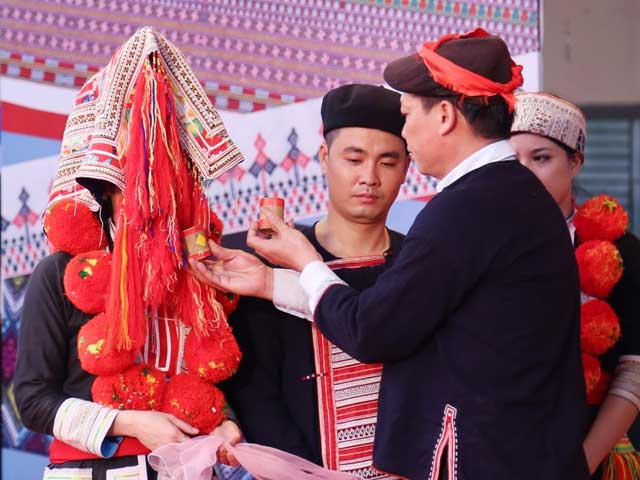 ta phin village red dao marriage