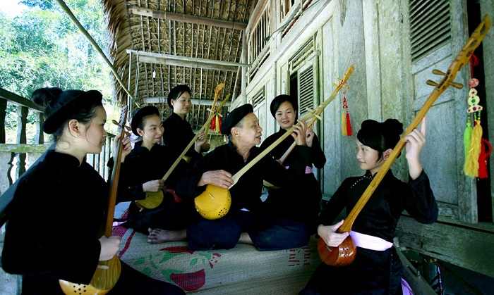 tha village ha giang vietnam then singing