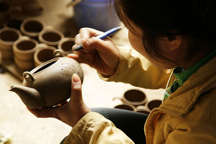 thanh ha pottery village traditional artist