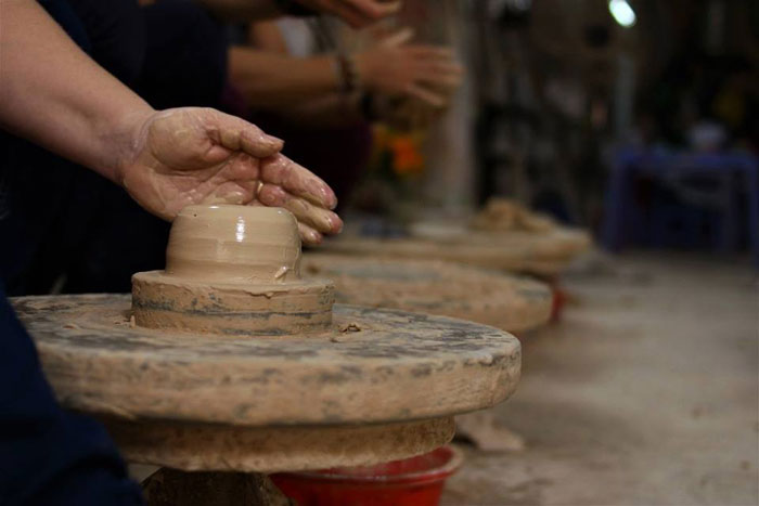 thanh ha pottery village traditional work