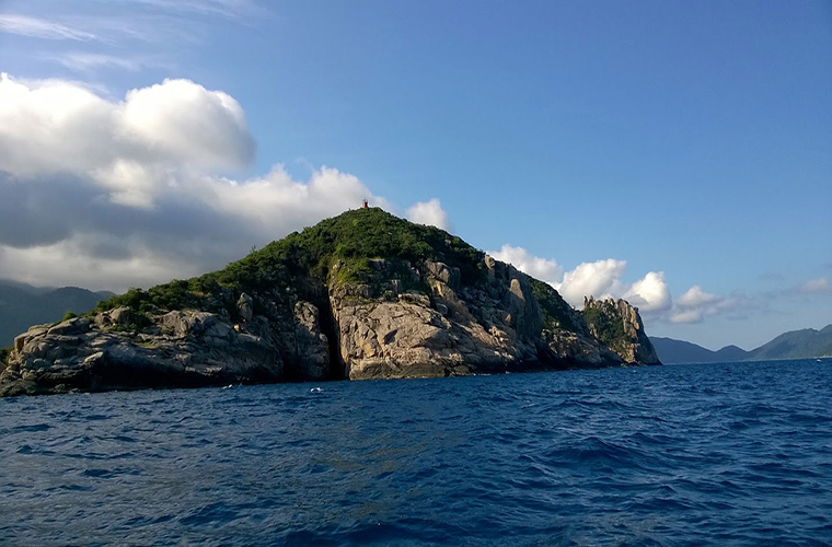 the-beautiful-and-inhabitant-island-in-vetnam