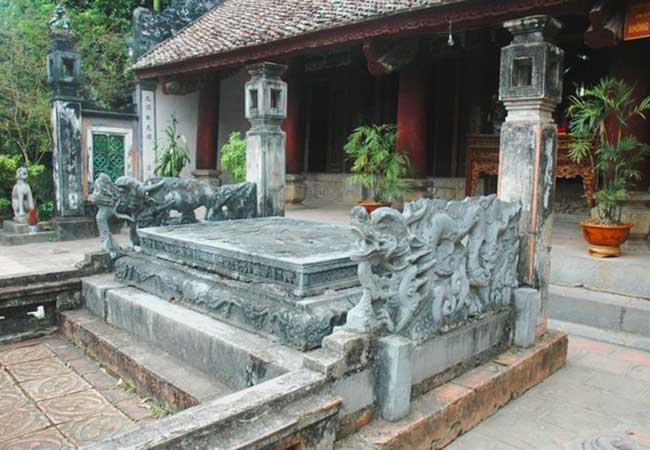 the berth for king in temple