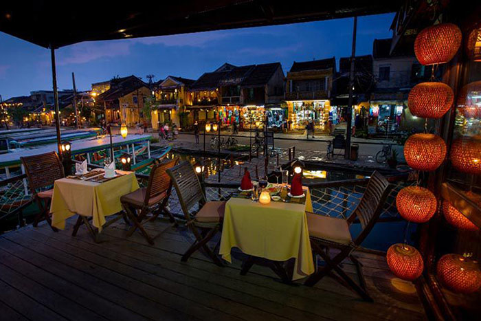 thu bon river hoi an ancient town dinner