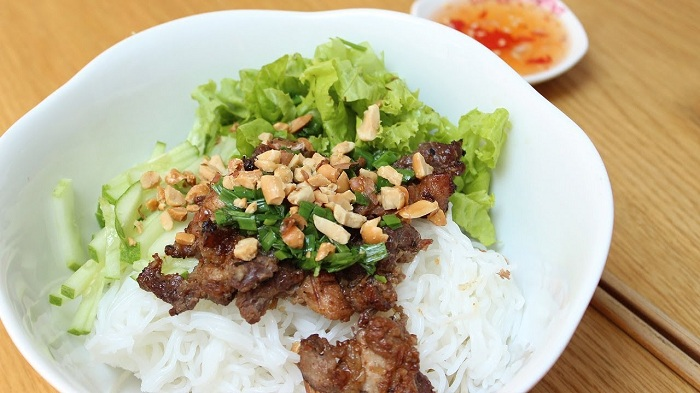 top 10 dishes of vietnam bun thit nuong