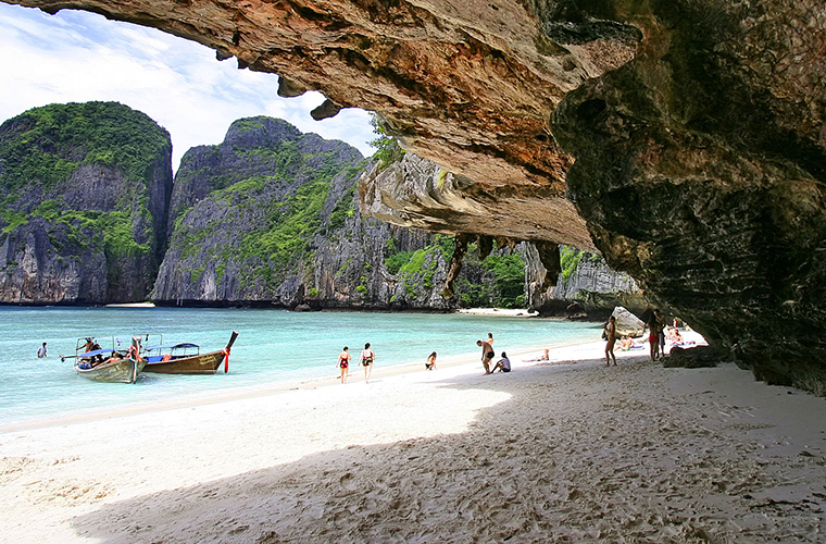 top-10-of-the-most-magnificent-halong-bay-attractions-ban-chan-beach