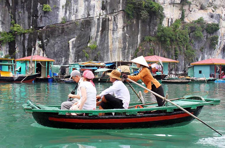 top-10-of-the-most-magnificent-halong-bay-attractions-fishing-village