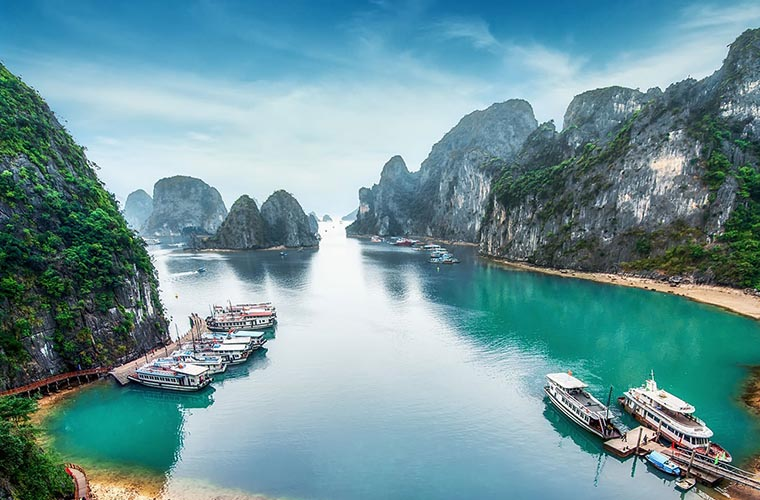 top-10-of-the-most-magnificent-halong-bay-attractions-lan-ha-bay