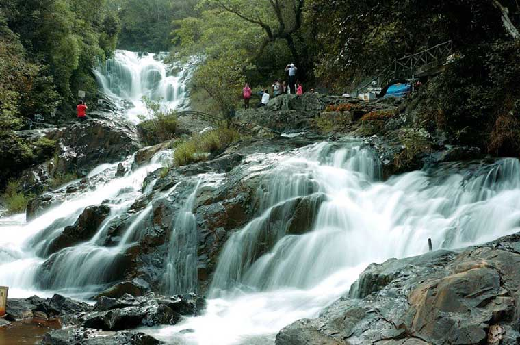 top-most-gorgoues-waterfall-in-vietnam-Voi-waterfall