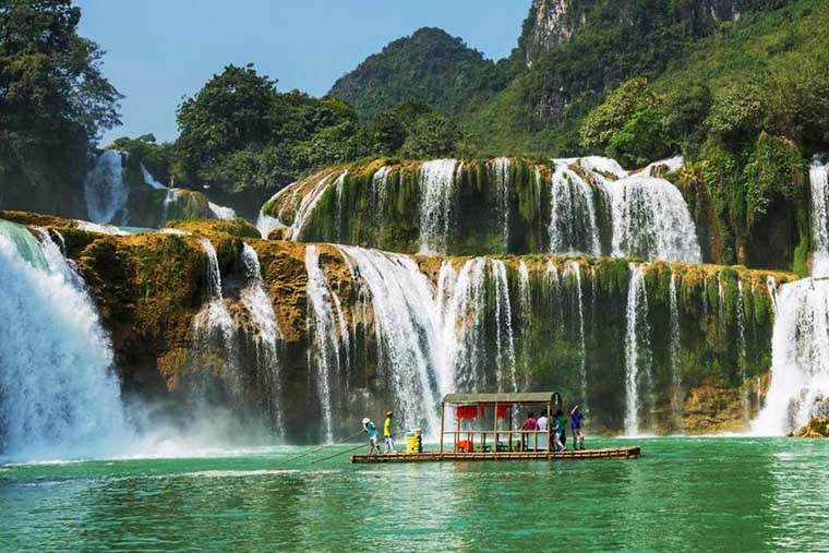 top-most-gorgoues-waterfall-in-vietnam-gia-long-waterfall