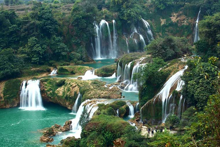 top-most-gorgoues-waterfall-in-vietnam-silver-sapa