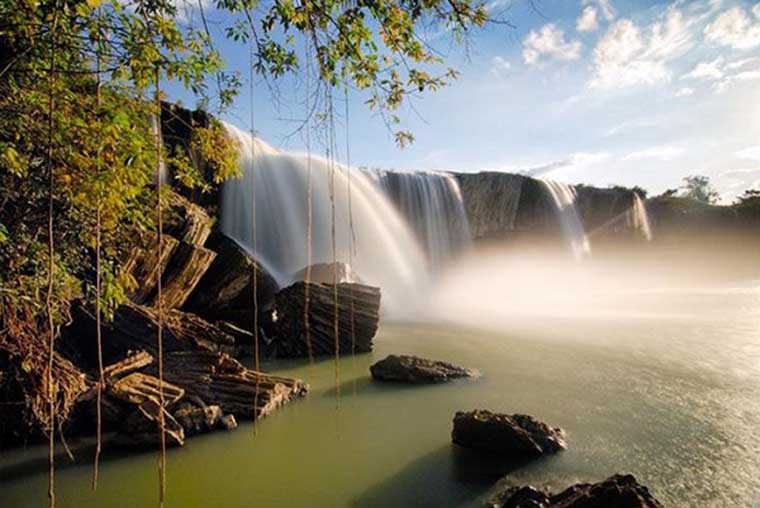 top-most-gorgoues-waterfall-in-vietnam-thuy-tien-waterfall