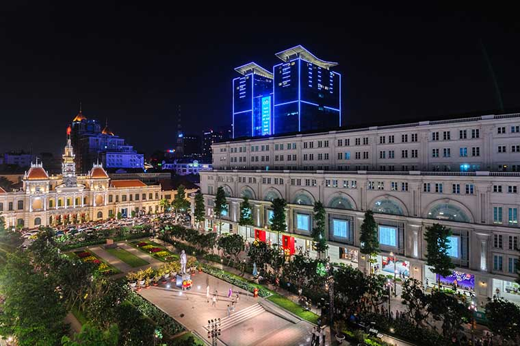 tourist attraction in sai gon - Nguyen Hue walking street