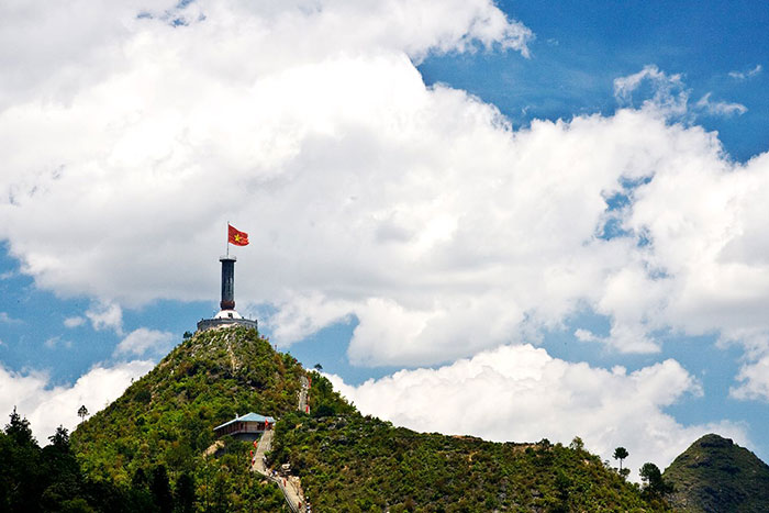 visit Ha Giang in 3, 4 or 5 days Lung Cu flag tower