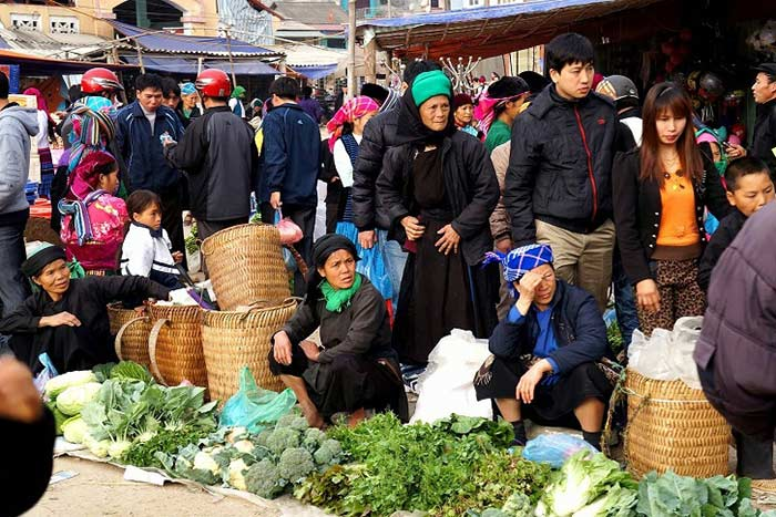 visit Ha Giang in 3, 4 or 5 days meo vac market