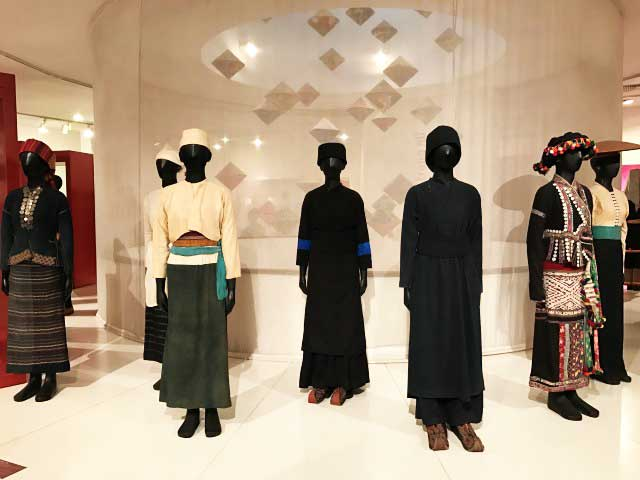visit Vietnamese Women's Museum clothes exhibit