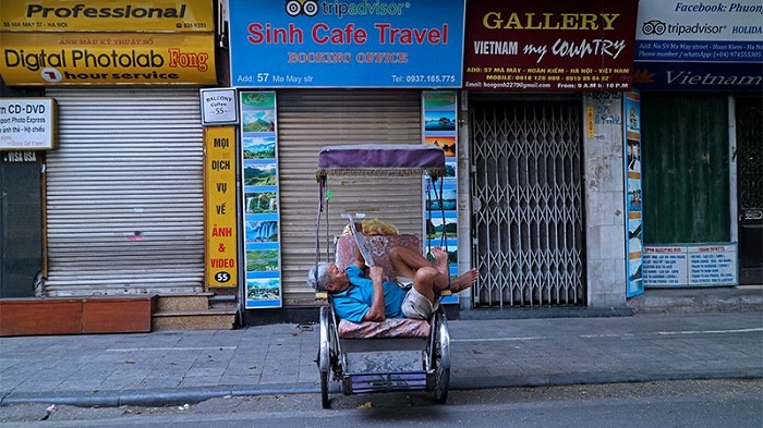 visit hanoi in early morning resting