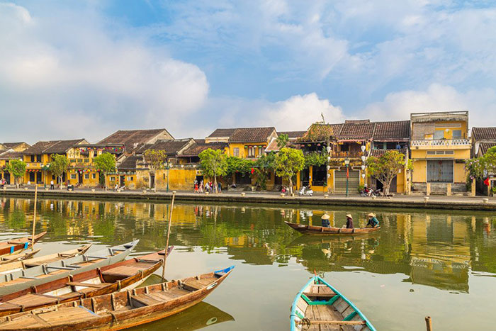 visit hoi an ancien port