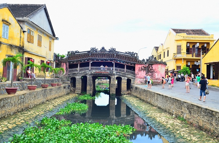 visit hoi an japanese bridge