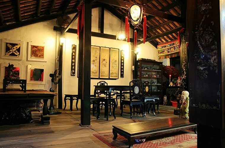 visit hoi an visit tan ky ancient house insight room