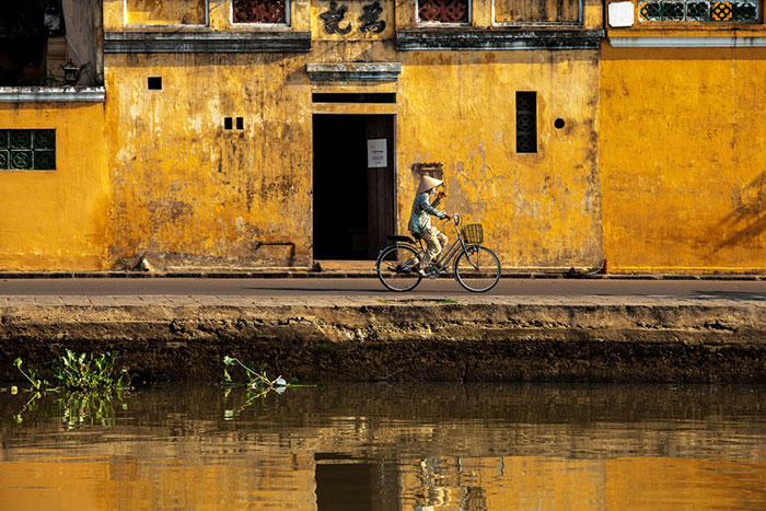 visit hoi an yellow wall