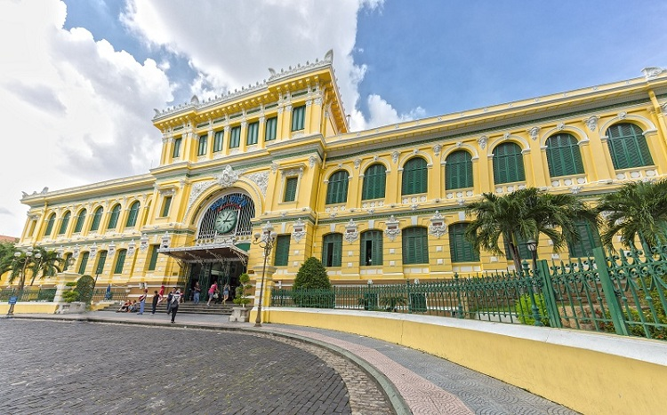 visit saigon central post office