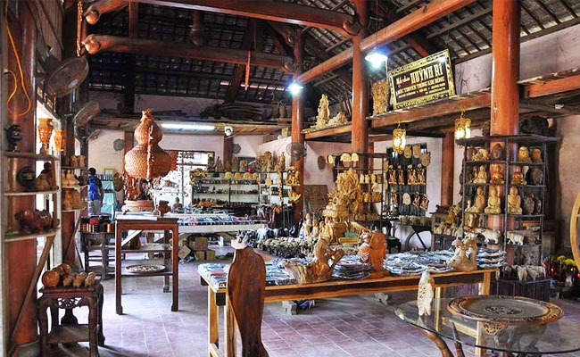 visit-hoian-visit-kimbong-handicaraft-village-wooden mansion